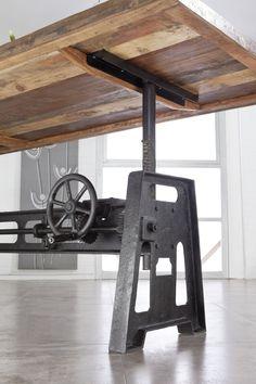Detail eines Esstisches der INDUSTRIAL-Serie. Neben dem coolen Industrie-Flair begeistert auch die kreative Kombination aus neuen und aufbereiteten Materialien, wie Altholz und Eisen. #möbel #möbelstücke #wohnzimmer #holz #echtholz #massivholz #altholz #wood #woodwork #interior #home #decor #einrichtung #furniture #livingroom #ideas #industrial #industrialchic #altholz #eisen #iron #esstisch #diningtable #table #tisch #massivmoebel24 #holztisch #esszimmer #diningroom #küche #kitchen