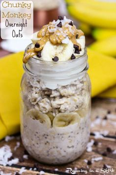 Peanut Butter Chunky Monkey Overnight Oats recipe - easy, healthy, clean eating breakfast in a jar! With bannana and chia seeds. Running in a Skirt - use dairy-free yogurt to make this one dairy-free! Low Calorie Overnight Oats, Overnight Oats With Yogurt, Chocolate Overnight Oats, Peanut Butter Overnight Oats, Easy Overnight Oats, Dairy Free Overnight Oats, Overnight Breakfast, Overnight Oats Mason Jar, Chia Seed Overnight Oats