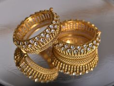 Punjabi Saraf - The Most Trusted Brand In Jewellery Experience the best of fine jewellery at Punjabi saraf. Select from the wide range of Gold Jewellery, Temple Jewellery and Diamond Jewellery Gold Jewelry Simple, Gold Wedding Jewelry, Gold Rings Jewelry, Antique Jewelry, Quartz Jewelry, Jewellery Earrings, Jewelry Bracelets, Necklaces, Gold Bangles Design