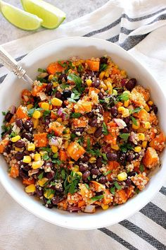 Roasted Sweet Potato Black Bean Salad Recipe - healthy and filling quinoa salad with cumin roasted sweet potatoes and quick oil and lime vinaigrette. Perfect as a side dish or a healthy lunch! Quinoa Sweet Potato, Roasted Sweet Potatoes, Sweet Potato Salads, Roasted Cashews, Roasted Butternut, Butternut Squash, Healthy Salad Recipes, Vegetarian Recipes, Recipes