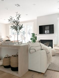 Our Living Room Reveal with Havenly — Girl Meets Gold online interior design service, home decor ideas, neutral […] Condo Living Room, Living Room White, White Rooms, Casual Living Rooms, Living Room Decor, Modern Living, Living Room On A Budget, Small Living Rooms, Minimalist Living