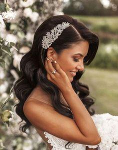 Agrafa mireasa Imperial Romantic Bride Wedding Party Hair, Bridal Hair, Bridal Gowns, Alternative Wedding Dresses, Affordable Wedding Dresses, Stunning Wedding Guest Dresses, Bob, Dress Alterations, Lace Mermaid Wedding Dress