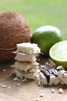 kookos-lime-patukat Lime, Make It Yourself, Fruit, Food, Limes, Essen, Meals, Yemek, Eten