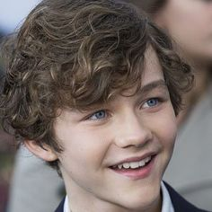 Learn about Levi Miller Levi Miller, Cute Teenage Boys, Cute Boys, Boys Dress Outfits, Hogwarts, Mackenzie Foy, A Wrinkle In Time, Australian Actors, Young Actors