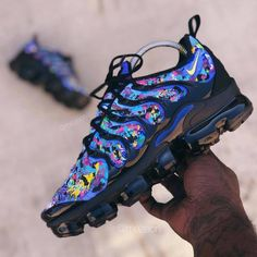 Nike Air VaporMax Plus & Air VaporMax Utility - Aflamico Cute Sneakers, Sneakers Mode, Sneakers Fashion, Fashion Shoes, Shoes Sneakers, Nba Fashion, Fashion Models, Shoes Sandals, Basket Style