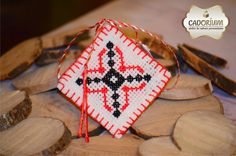 Risultati immagini per Martisoare/traditionale 8 Martie, Light In The Dark, Red And White, Projects To Try, Cross Stitch, Traditional, Embroidery, Christmas Ornaments, Holiday Decor