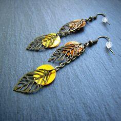 Boucles d'oreilles automnia - sequins nacrés jaunes et oranges, feuilles bronze