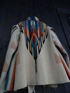 earth-spirit.com | PICKUP | VOL.453 ORIGINAL VINTAGE CHIMAYO JACKET BY EARTH SPIRIT Native American Fashion, African Fashion, Look Fashion, Womens Fashion, Fashion Design, Mein Style, Native Style, Western Wear, Mantel