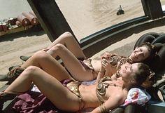 Кэрри Фишер и ее дублерша в «Звездных войнах».