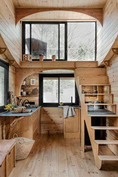 Building A Tiny House, Tiny House Plans, Tiny House On Wheels, Cabins In The Woods, House In The Woods, Small Space Living, Small Spaces, Tiny House Mobile, Little Cabin