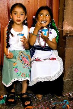 People Of The World / Ice Cream and Ham, Patzcuaro, Mexico by they are beyond beautiful! Mexican Heritage, My Heritage, We Are The World, People Around The World, Little People, Little Girls, Beautiful World, Beautiful People, Beautiful Flowers