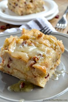Simple and delicious Bread Pudding topped with a sweet Vanilla Bean Sauce. The … Simple and delicious Bread Pudding topped with a sweet Vanilla Bean Sauce. The perfect dessert to serve for any occasion! Easy Pudding Recipes, Bread Recipes, Cake Recipes, Dessert Recipes, Cooking Recipes, Chicken Recipes, Dessert Souffle, Dessert Bread, Custard Pudding