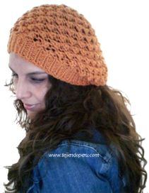 Tutorial: boina floja tejida en dos agujas o palitos con el punto garbanzo! Knit Crochet, Crochet Hats, Knitted Beret, Knitting Patterns, Craft Projects, Winter Hats, Beanie, Embroidery, How To Make