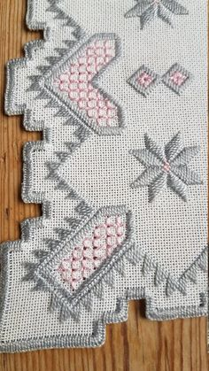 Hardanger Lovely 8 x 8 embroidered tablecloth in Types Of Embroidery, Embroidery Needles, Learn Embroidery, Embroidery Patterns, Hand Embroidery, Embroidery For Beginners, Drawn Thread, Thread Art, Crochet Doily Rug
