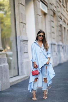 Blue | Blouse | Oversized | Ripped jeans | High heels | Bag | Streetstyle | More on Fashionchick.nl