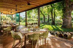 Pierneef a La Motte - Franschhoek Formal Dining Tables, Outdoor Tables, Outdoor Decor, Farm Restaurant, Restaurant Design, Aluminium Garden Furniture, Dutch Gardens, Backyard, Patio