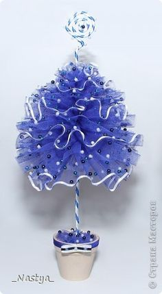 Елочка из фатина - pic. tute to make this tulle tree.  you can spend days looking at all the beautiful craft ideas