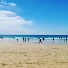 A hit of beach cricket #nye @sophie.dunlop #lorne #aussiesummer by elisesarah88 http://ift.tt/1IIGiLS