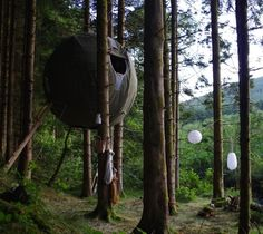 Tree Tents By Luminair / The Tree Tent concept is a culmination of over 3 years of work and research (and decades of experience) in sustainable shelter systems, fabric structures and tree top living. http://thegadgetflow.com/portfolio/tree-tents-by-luminair-13020/