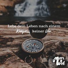 Visual Statements®️️ Lebe dein Leben nach einem Kompass, keiner Uhr.  Sprüche / Zitate / Quotes / Meerweh / reisen / Fernweh / Wanderlust / Abenteuer / Strand / fliegen / Roadtrip
