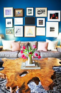 5 Insider Tips for Using a Bold Wall Color// gallery wall, coffee table styling