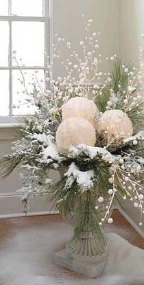 CHRISTMAS CENTERPIECES = take white balloons and white tissue paper. blow up balloons, dip tissue in glue, cover balloons and let dry. cut out a space for battery tea light and use in center pieces. Add some red berries for Christmas! Noel Christmas, All Things Christmas, Winter Christmas, Christmas Crafts, Vintage Christmas, Outdoor Christmas, Christmas Porch, Christmas Planters, Rustic Christmas