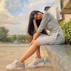 Stylish Girl Images, Stylish Girl Pic, Teen Photography Poses, Outdoor Photography, Mehendhi Designs, Stylish Photo Pose, Face Photo, Cool Girl Pictures, Girls Dpz