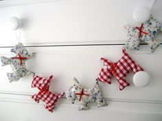 gingham and old wool sweaters would make this a perfect Christmas garland!