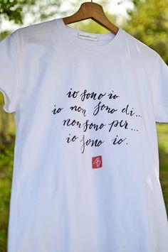 T-shirt per donna disegnata da Anna Bello shop online su Appunti di carta www.annabello.it