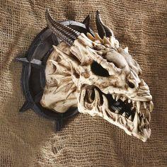 Design Toscano Manchester's Dragon Bones Sculptural Skull Wall Trophy - PD203