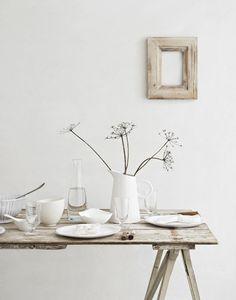 Natuurlijk gedekte tafel door styliste Louise Rastall | Tafeldek-tips: http://www.jouwwoonidee.nl/feestelijke-tafel-dekken-met-eigen-accessoires/