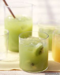 Fresh Kiwi-Grape Juice - Because vitamin C breaks down quickly fresh-squeezed juice is the best choice; a kiwi version packs a walloping amount of the antioxidant. Healthy Juices, Healthy Smoothies, Healthy Drinks, Smoothie Recipes, Healthy Liver, Drink Recipes, Breakfast Smoothies, Healthy Foods, Healthy Eating
