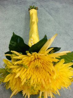 yellow spider mum bouquet