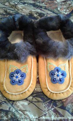 Moccasins with natural black rabbit fur trim by Alaska Beadwork Beaded Moccasins, Rabbit Fur, Palestine, Fur Trim, Beading Patterns, Beadwork, Alaska, Quilts, Beads