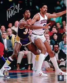 Julius Erving and Magic Johnson Basketball Leagues, Basketball Legends, Sports Basketball, Basketball Players, Basketball Court, Nba Stars, Sports Stars, Larry Bird, Jordan Quotes