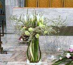 59 ==================================================================================&... Flower Shops, Ikebana, Altar, Floral Arrangements, Glass Vase, Floral Design, Packaging, Fresh, Home Decor