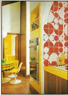 The Retro Kitchen – Kitching your Kitchen! How to create a classy retro kitchen look (and no, that's not an oxymoron! Kitchen Retro, Vintage Kitchen, Kitchen Tile, Kitchen Yellow, Retro Kitchens, Kitchen Chairs, Kitchen Living, Kitchen Furniture, Furniture Design