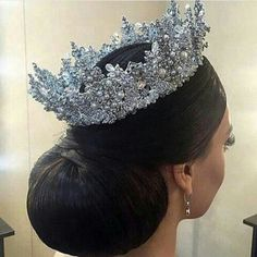 A pretty rhinestone tiara. Bridal Crown, Bridal Tiara, Bridal Headpieces, Bridal Updo, Hair Jewelry, Bridal Jewelry, Jewellery, Wedding Accessories, Hair Accessories
