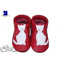 Chaussons bébé en cuir naturel doux et souple, élastique à la cheville pour bien tenir au pied, confort des pieds en pleine croissance Semelle antidérapante en suède, le choix de ce beau matériau à une bonne raison, grâce à sa douceur, le pied de votre enfant peut grandir en toute liberté. Chaussons bébé cuir souple, enfilés en 3 secondes, favorise l'équilibre et l'apprentissage de la marche car votre enfant sent le contact du sol sous ses pieds.