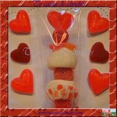 brocheta de chuches corazon con cupcake. Ideal para regalar en bodas, aniversarios y fechas especiales. Posibilidad de incluir etiqueta personalizada. Encuéntralas en www.tucasitadechuches.com