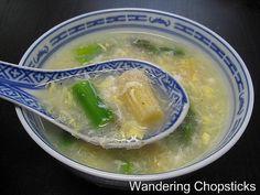 Sup Mang Tay Cua (Vietnamese Asparagus and Crab Soup) Asparagus Egg, Creamy Asparagus, Shrimp And Asparagus, Asparagus Recipe, Vietnamese Soup, Vietnamese Cuisine, Vietnamese Recipes, Asian Recipes, Fish Recipes