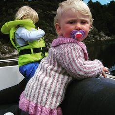 Siri og Ingvild er klar for båtsesongen i bessi sin båt. ❤ Siri and Ingvild are ready for summer in the boat! #instastrikk #instaknit  #strikktilbarn #oneofakind #norwegiandesign #norskdesign #håndlaget #handmade #knit #knitdesign #knitforkids #knitting #strikk #strikkedesign #svingekjole #alpakkaull #knitinwool #wool #designstrikk #DIY #medkjærlighetpåpinne #happykids #fashionforkids #knittinglove #knitaddict #igknit #igstrikk #strikkeavhengig #strikkedilla #chlarsen