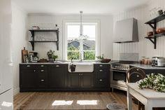 A dreamy Swedish country house (my Scandinavian home) , Swedish Cottage, Swedish House, Family Kitchen, Kitchen Dining, Kitchen Reno, Kitchen Ideas, Dining Room, Scandinavian Living, Scandinavian Interiors