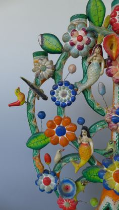 Mexicana-Nirvana.com features contemporary and vintage Mexican folk art, fine art and contemporary Chicano art.