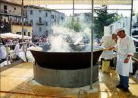 Il 26 e il 27 Maggio 20120, a Marta (VT) si svolgerà la sagra del lattarino.  Il lattarino, il pesce più piccolo del lago di bolsena, viene gustato sulla sponda del lago, fritto in una grande padella con olio bollente e accompagnato da una fetta di pane casareccio, una goccia di limone e un bicchiere di vino bianco locale.  http://fiereemercatinilazio.blogspot.it/2012/05/sagra-del-lattarino-marta-vt-26-e-27.html#