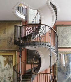 Vue du grand atelier du 2eétage avec l'escalier en spirale construit par Albert Lafon en 1895 - Paris, musée Gustave Moreau.© RMN - Franck Raux  (swimmingseacucumber)   JV