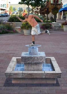 3D fountain chalk street art by Douglas Rouse