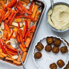 Nem vegetarisk hverdagsmad - bagte grøntsager, hummus og falafler Grill Pan, Carrots, Sausage, Grilling, Vegetables, Instagram, Vegans, Griddle Pan