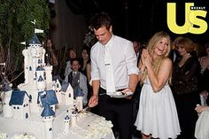 Fergie & Josh Duhamel's wedding cake. #Celebritystyleweddings.com @Celebstylewed