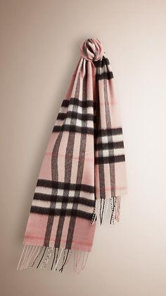 Mini écharpe classique en cachemire à motif check (Rose Platiné)   Burberry f0f5e2624cb